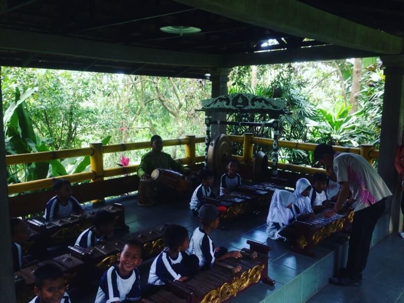 foto kampung wisata cinangneng bogor