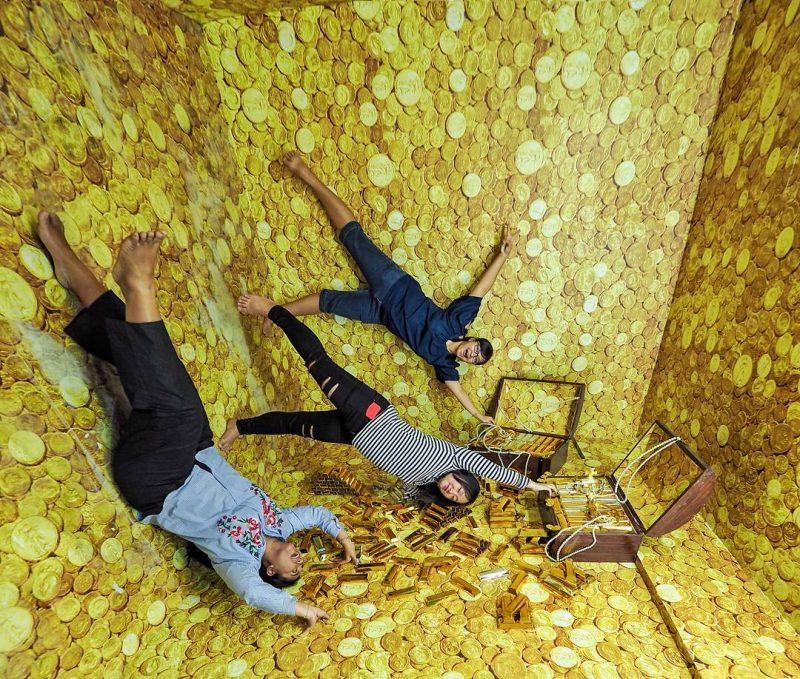 foto upside down world bandung